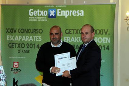 Amezti Autoeskola recibe el 2º premio al mejor escaparate virtual.
